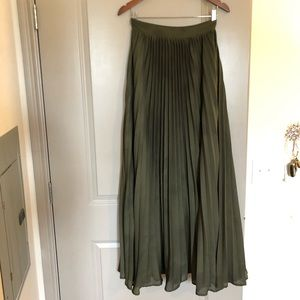 Dresses & Skirts - Olive Green Pleated High Waisted Maxi Skirt